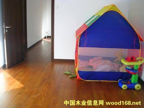 图:缅甸柚木地板铺装效果 点击可放大