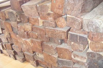 老挝大红酸枝板材的详细介绍
