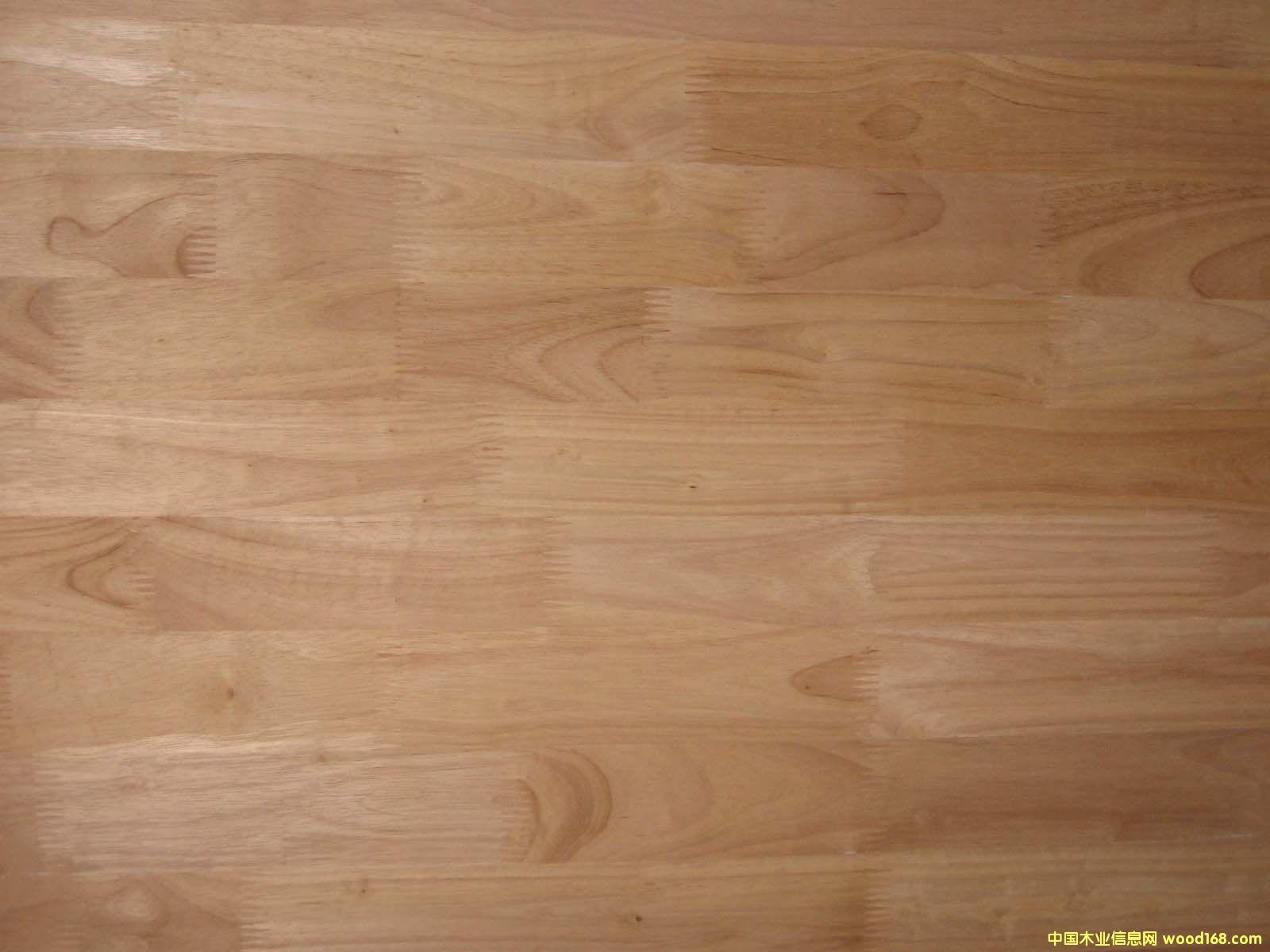 圖:橡膠木拼板 但橡膠木的需求與前景非常看到,國內外大量的市場未有開發,有巨大的潛力和廣闊的領域未拓展,隨著電商平臺的建立,泰國橡膠木業將直接面對全中國幾萬家橡膠木制品加工、家具制造企業和億萬家庭裝修需求(順德木業商會會長,謝錦河)。
