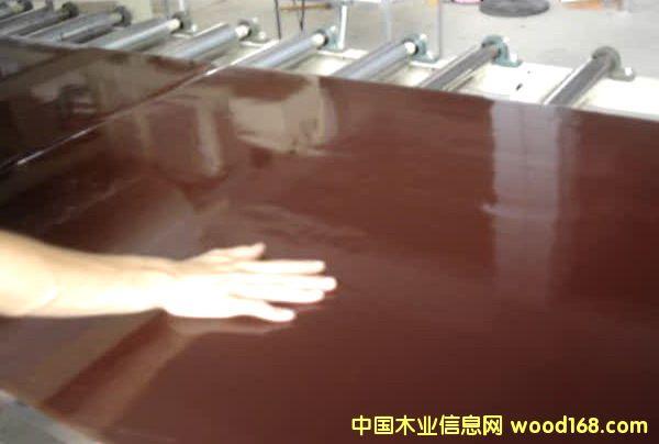 目前世界上最光滑、最耐磨的清水建筑覆膜板