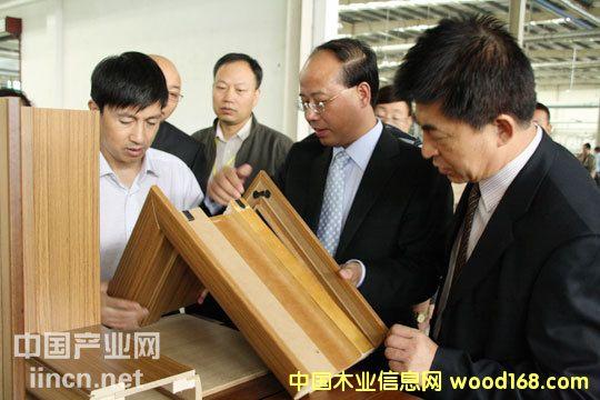 亚洲最大木门生产线在丹阳圣象合雅投产