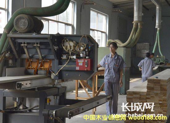 国内首条交错层压木材CLT重型木结构生产线在迁安正式投产