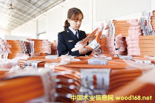 广西荔浦县木制衣架出口量占全国同类产品50%以上