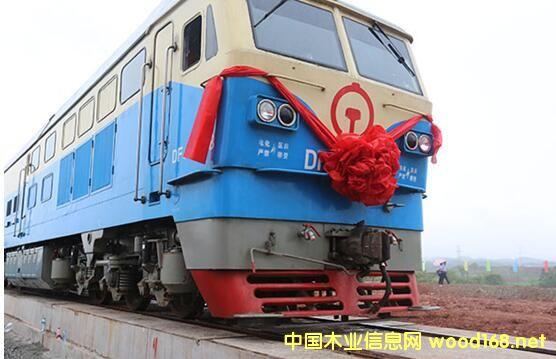 赣州港首趟家具专列发车
