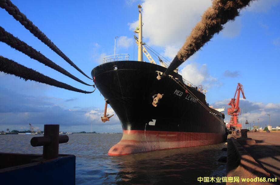 张家港口岸木材船舶