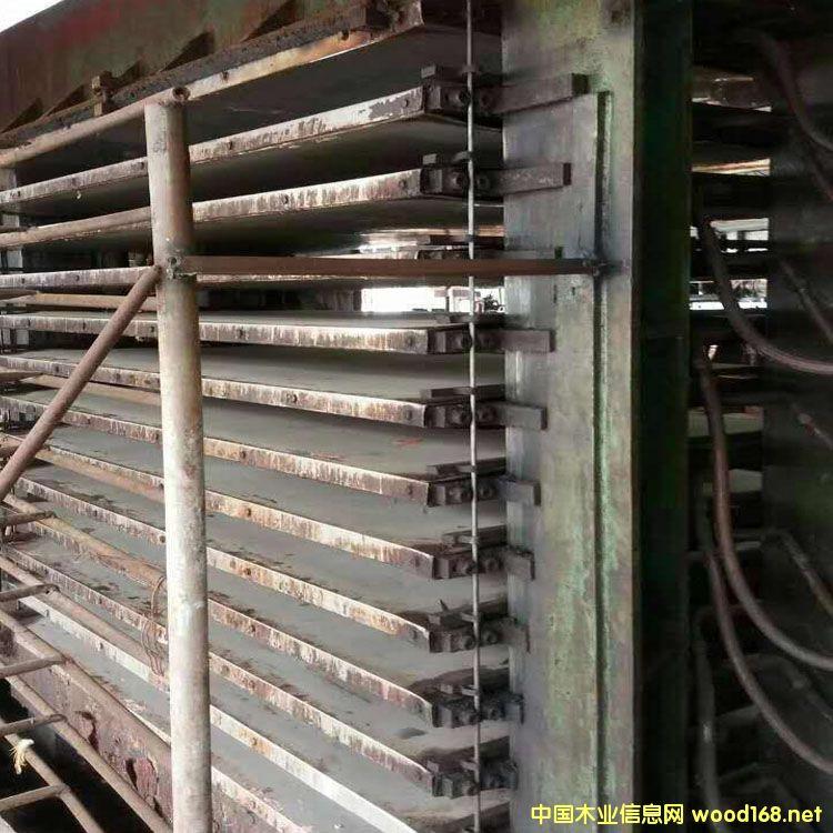 两台福建漳洲产二手三六尺热压机低价转让