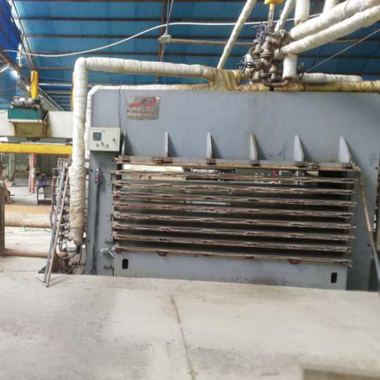 瑞达48尺8层500吨半自动热压贴面机